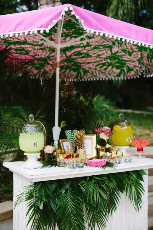 With several weeks left of sun tan season, there is still plenty of time to plan a party! So, we've compiled a list of five summer party themes that are perfect for your backyard. We've included must-have decorations, colour schemes and the events they would be perfect for.