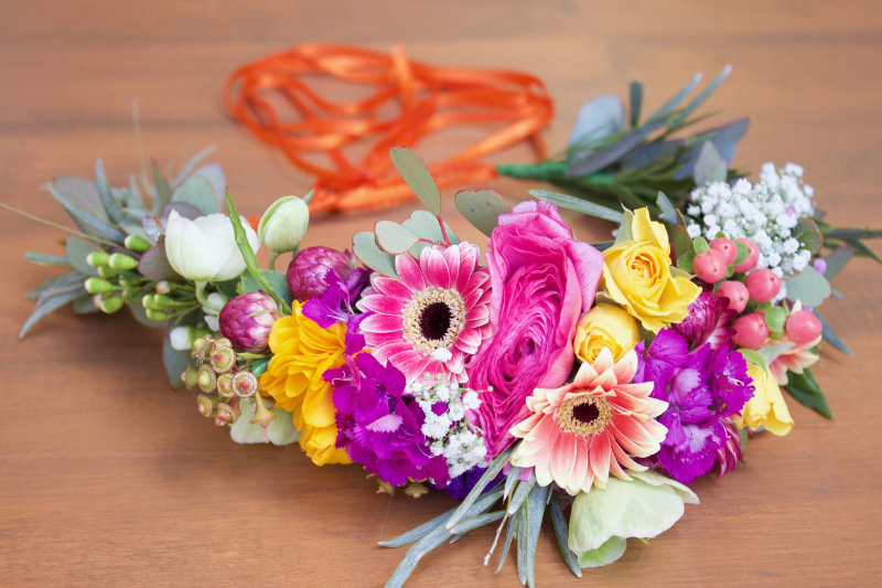 To get you feeling divinely exquisite at this year's Melbourne Cup, the floristry team at W Events are helping you create the perfect DIY flower crown!